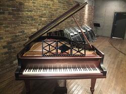 使用したピアノと譜面台